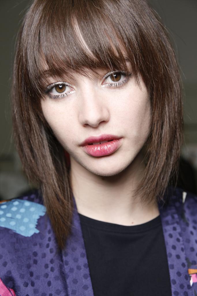 Taglio capelli medio corti sfilati